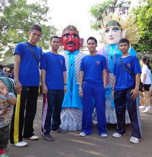 Bersama Ondel-ondel, salah satu ciri khas budaya Betawi atau Jakarta