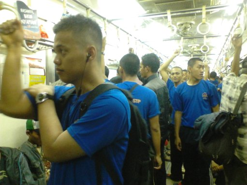 Taruna STP menggunakan Comutter Line untuk menuju ke Monas, yaitu st. Gambir JAkarta Pusat.
