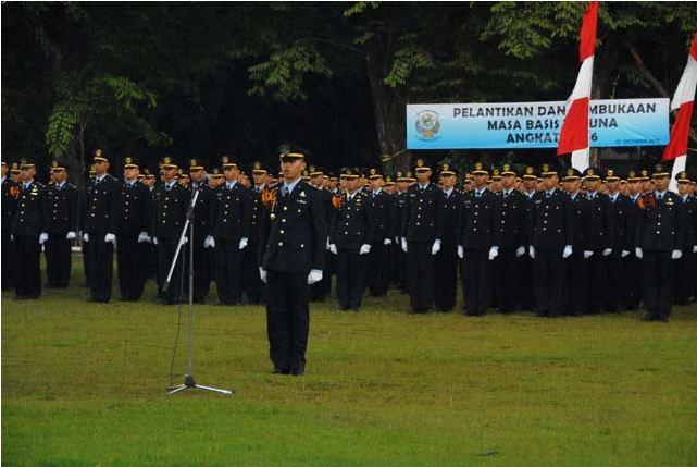 Danki ( Komandan Kompi XLVII ), Andi Mi'rajussyakir Miftah, memimpin jalannya upacara pelantikan pada Kamis, 27 Oktober 2010