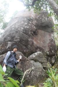 kak Nur di batu tongkat/batu masjid